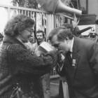 Lech Wałęsa wita się ze Stefania Hejmanowską1